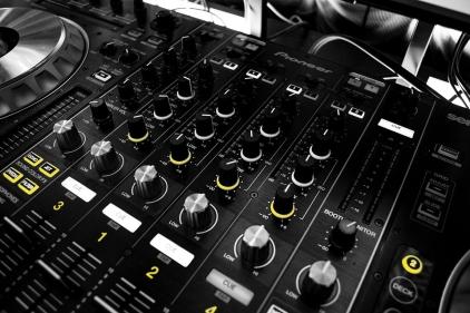 mixer black yellow buttons3